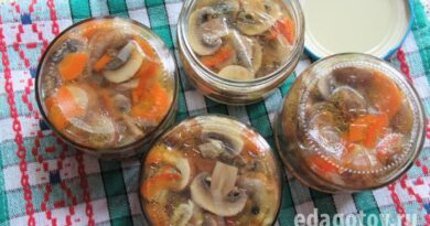 Шампиньоны маринованные с болгарским перцем, морковью и луком (вкусно и быстро)