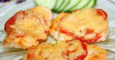 Куриное филе с помидорами и сыром в духовке под майонезом: вкусный рецепт любимого блюда